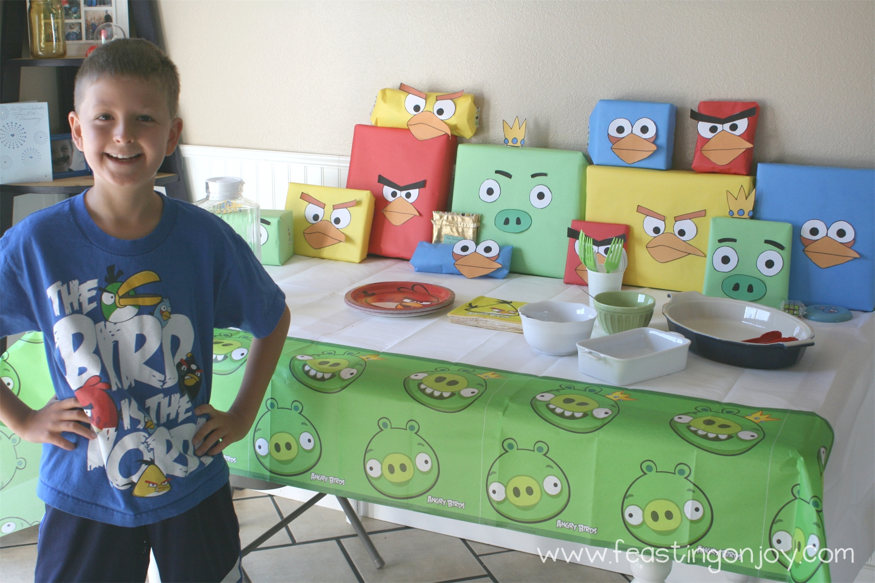 Angry birds birthday party feasting on joy for Angry birds party decoration ideas