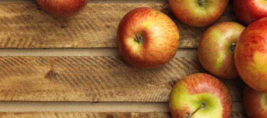 apples-on-wood